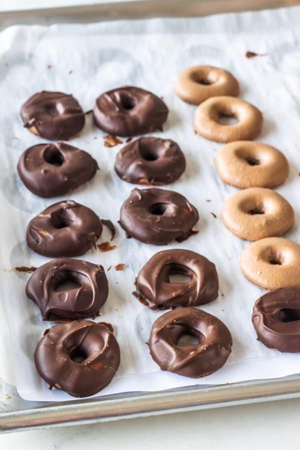 Samoa Cookie Macarons