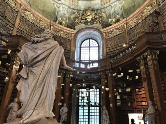 statua biblioteca