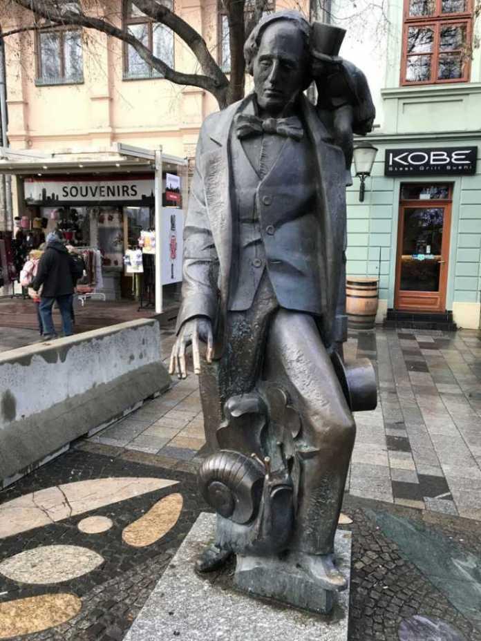 statua scrittore andersen