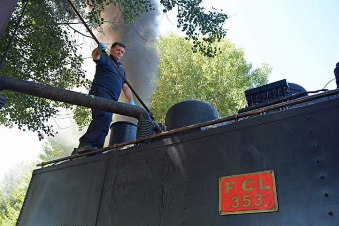 rifornimento acqua treno vapore