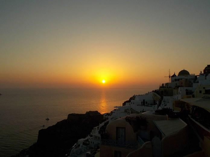 tramonti sul mare oia santorini