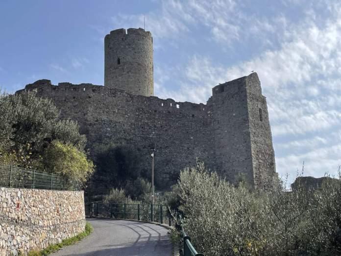 escursioni savona castello ursino noli