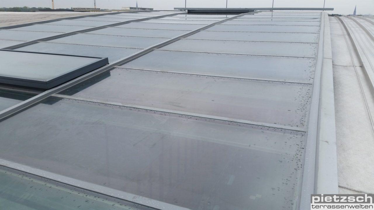 Glasdach eindichten, Reparatur einer Glasfassade, Glaserei, Reparaturverglasung