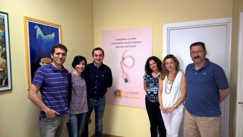Rosa Cubel, Raquel Quintanilla y Pedro López, del IRTA, visitan las oficinas de PigCHAMP Pro Europa