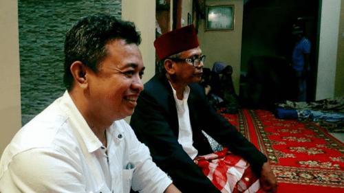 Ket: Faisal Andi Sapada (FAS) (kacamata) dan Yasser Latief (YL) (baju putih). ( ist)