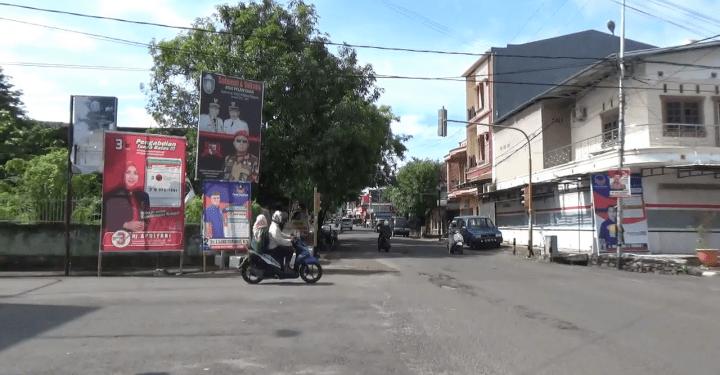 Pemandangan sejumlah baligho, spanduk, poster terpampang di Kota Parepare.