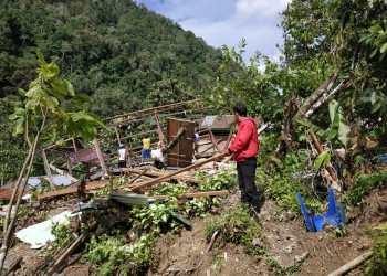 Rumah warga di Dusun Dusun Bone Desa Ulusaddang, Kecamatan Lembang, Kabupaten Pinrang, rusak parah akibat longsor