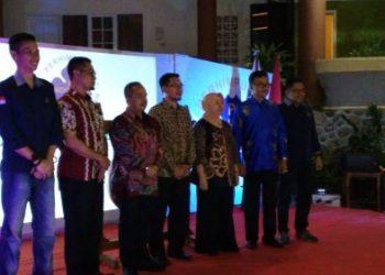 Ketua BPD PHRI Sulsel, Anggiat Sinaga (ketiga dari kiri) bersama Plt Kepala Dinas Pariwisata, Amarun Agung Hamka. --foto : alfiansyah anwar--