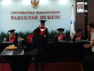 Suasana di ruang sidang promosi doktor di Fakultas Hukum Unhas, Makassar.