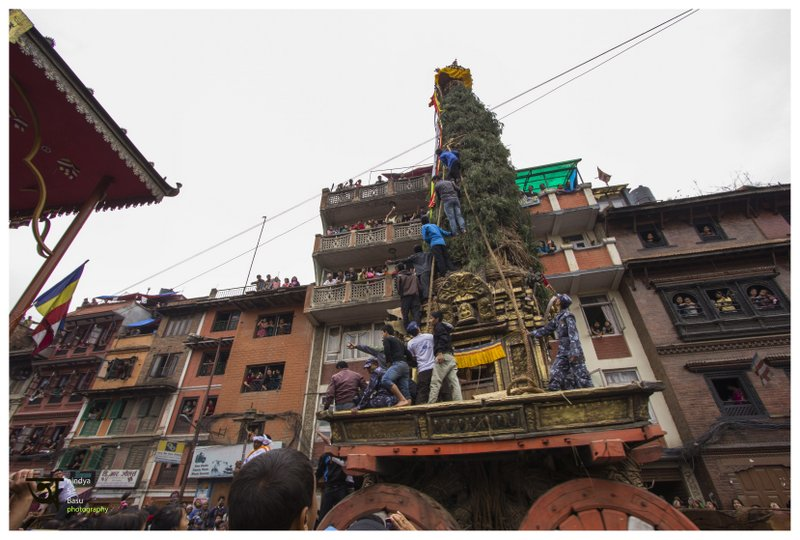 the chariot on the move at Rato Machhendranath festival in Kathmandu Nepal . Pictures by pikturenama