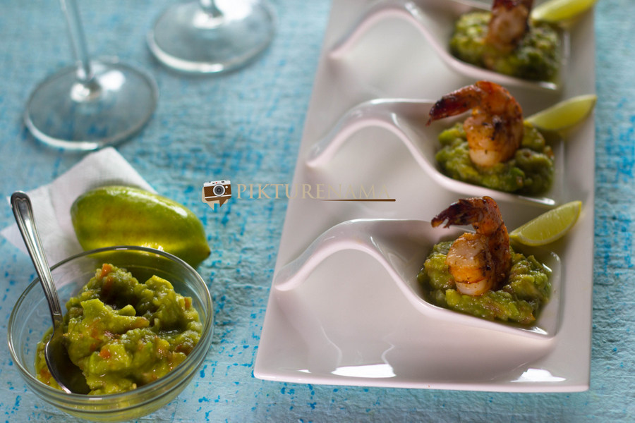 Grilled prawns with guacamole by pikturenama