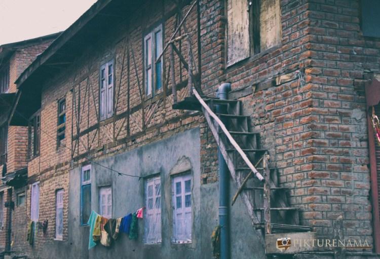 traditional brick houses Pahalgam town