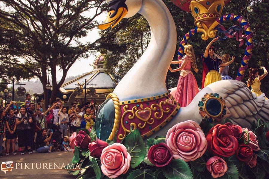Flights of Fantasy in Hong Kong DIsneyland all the lady characters