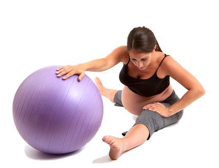 Embarazada con ejercicios de pilates