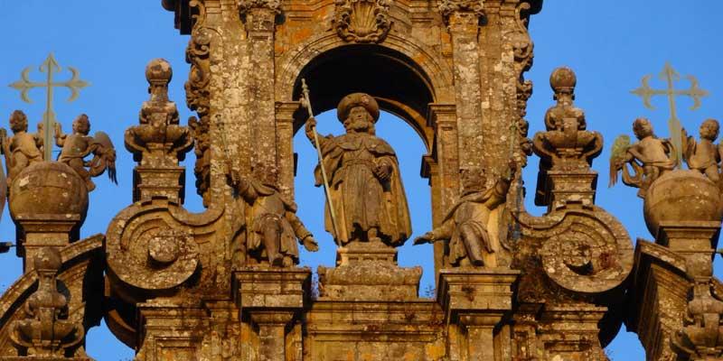 Jakobus auf der Kathedrale in Santiago - Bild im Jahresprogramm 2017