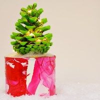 How To Make Pine Cone Christmas Tree With Lights