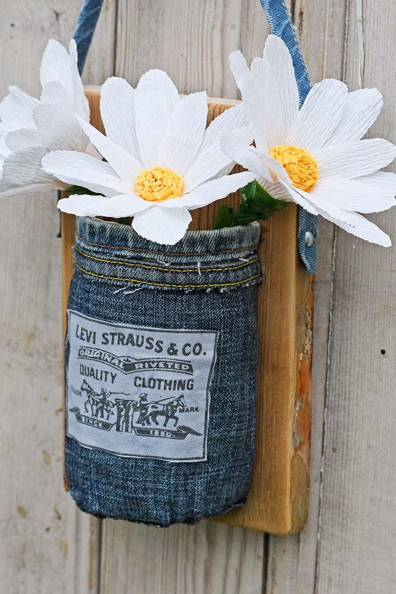 Tutorial: Denim hanging wall vase