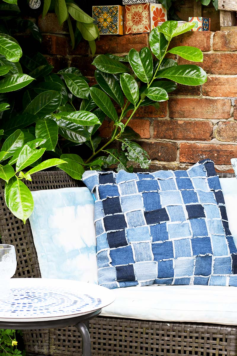 Sewing tutorial: Upcycled denim woven pillow