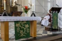 En attendant la messe