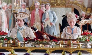 La corte di Luigi XVI e Maria Antonietta (dal film Marie Antoinette 2006)