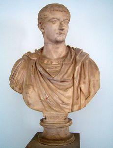 Tibério Bust