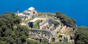 Restos de Villa Jovis, uma das residências de Tiberio em Capri
