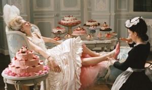 esta escena, de la película María Antonieta, podría ser engañosa: en efecto, la reina comía poco