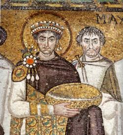 Giustiniano. Fue él quien introdujo por primera vez en Roma la cría de gusanos de seda