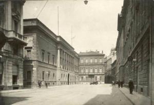 Uma fotografia velha da Via Morone em Milão, onde viveu Alessandro Manzoni