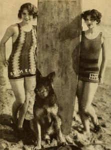 Le attrici Myrna Loy e Leila Hyams con Rin Tin Tin