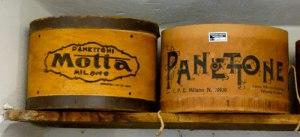 Vecchie confezioni di panettone Motta