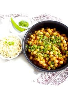 Chana masala, garbanzos con tomate y especies indias. Un plato vegano, delicioso y super fácil de preparar.