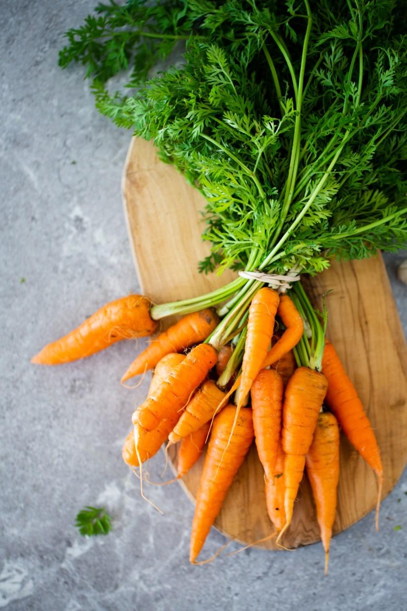 zanahorias sobre una tabla