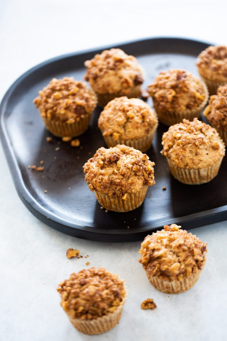 Vegan muffins with cinammon-nut topping
