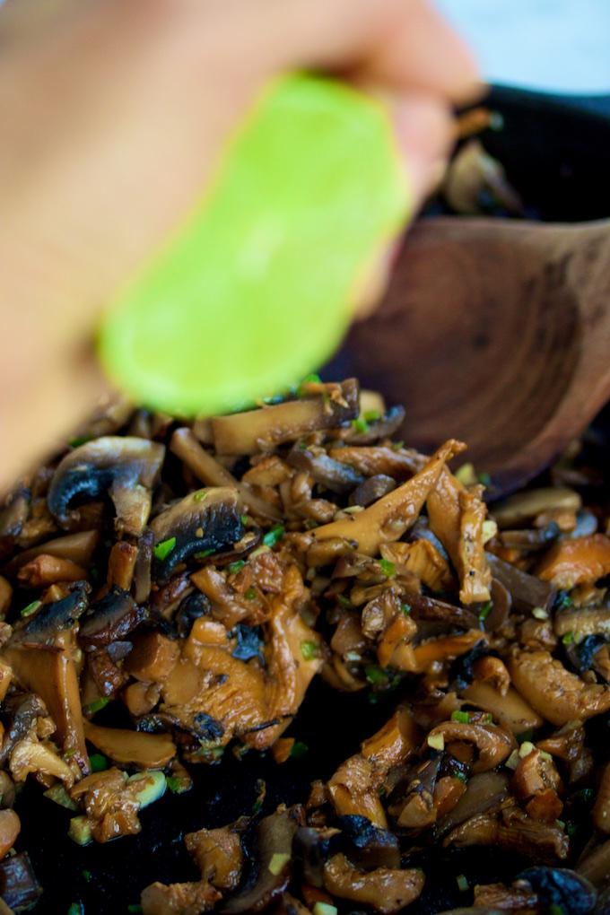 Tacos de champiñón con ajo y jalapeño,P&V