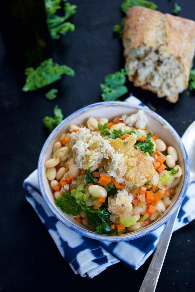 Sopa de verduras, alubias y pan.P&V