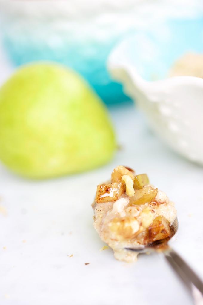 Avena y amaranto con peras caramelizadas para un desayuna perfecto y delicioso.P&V