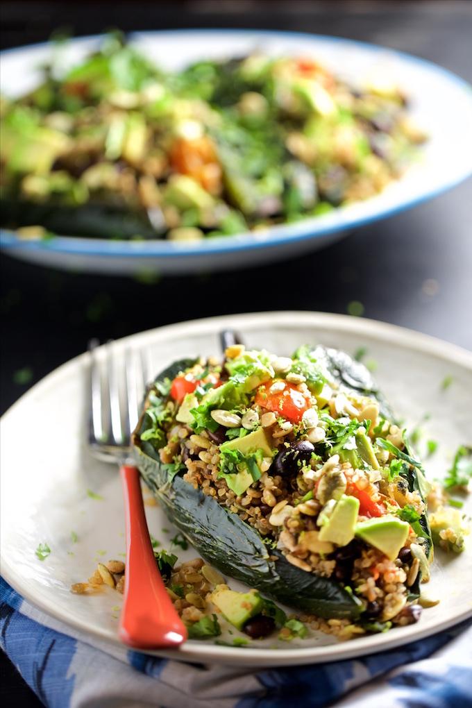 Chiles rellenos de quinoa y semillas