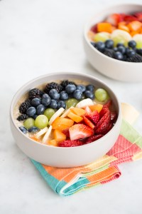 Smoothie bowl con colores del arcoirs
