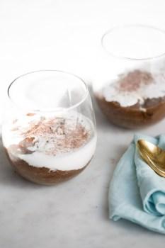 Pudín mocha-chia, cinco ingredientes para el mejor postre o desayuno vegano, sano y delicioso.Mocha-chia pudding, an amazing vegan dessert.