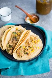 Tacos de calabacita, elote y quinoa.