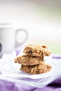 Receta de galletas de avena con plátano, manzana y chocolate. REceta de galletas de avena vegana.