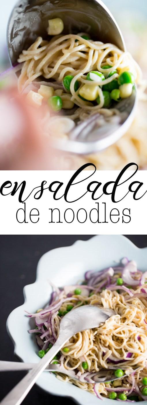Receta de ensalada de noodles con salsa de tahini y jengibre. Perfecta para los días de prisa. Super rica y nutritiva.