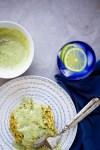Tortitas de zucchini & quinoa con pesto mayo