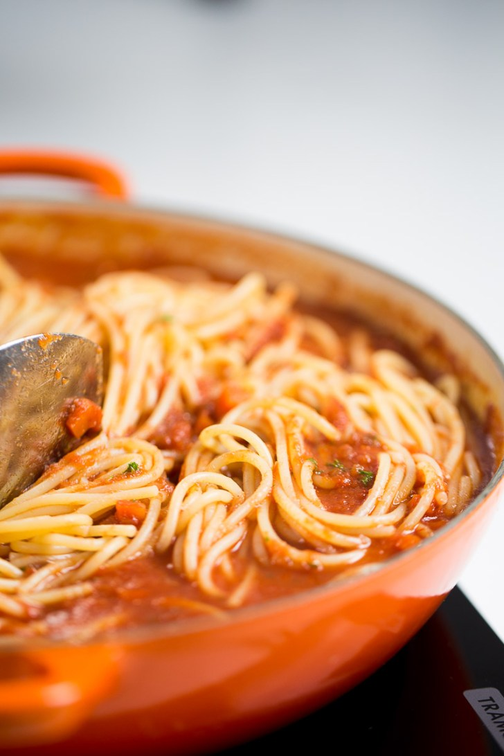 salsa con espaguetis