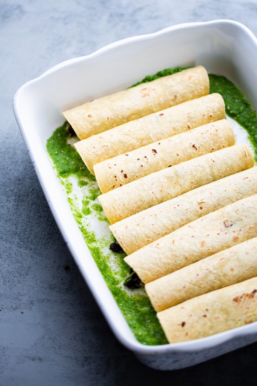 Enchiladas verdes veganas antes de entrar al horno