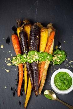 Zanahorias rostizadas con salsa de cilantro y pepitas