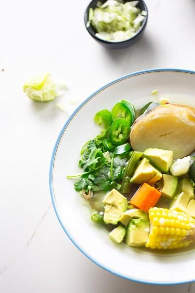 Caldo de pollo vegano