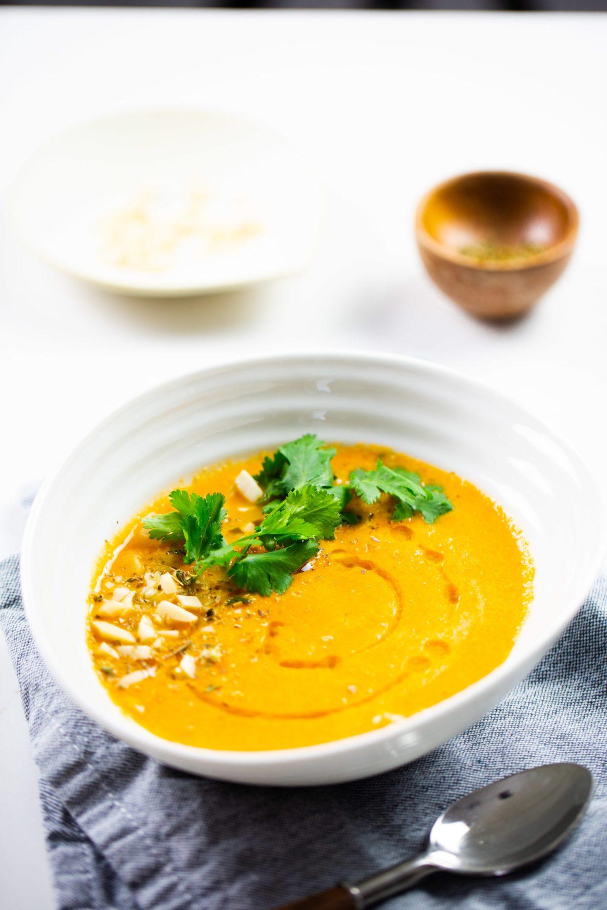 sopa de tomate vegana, crema de tomate