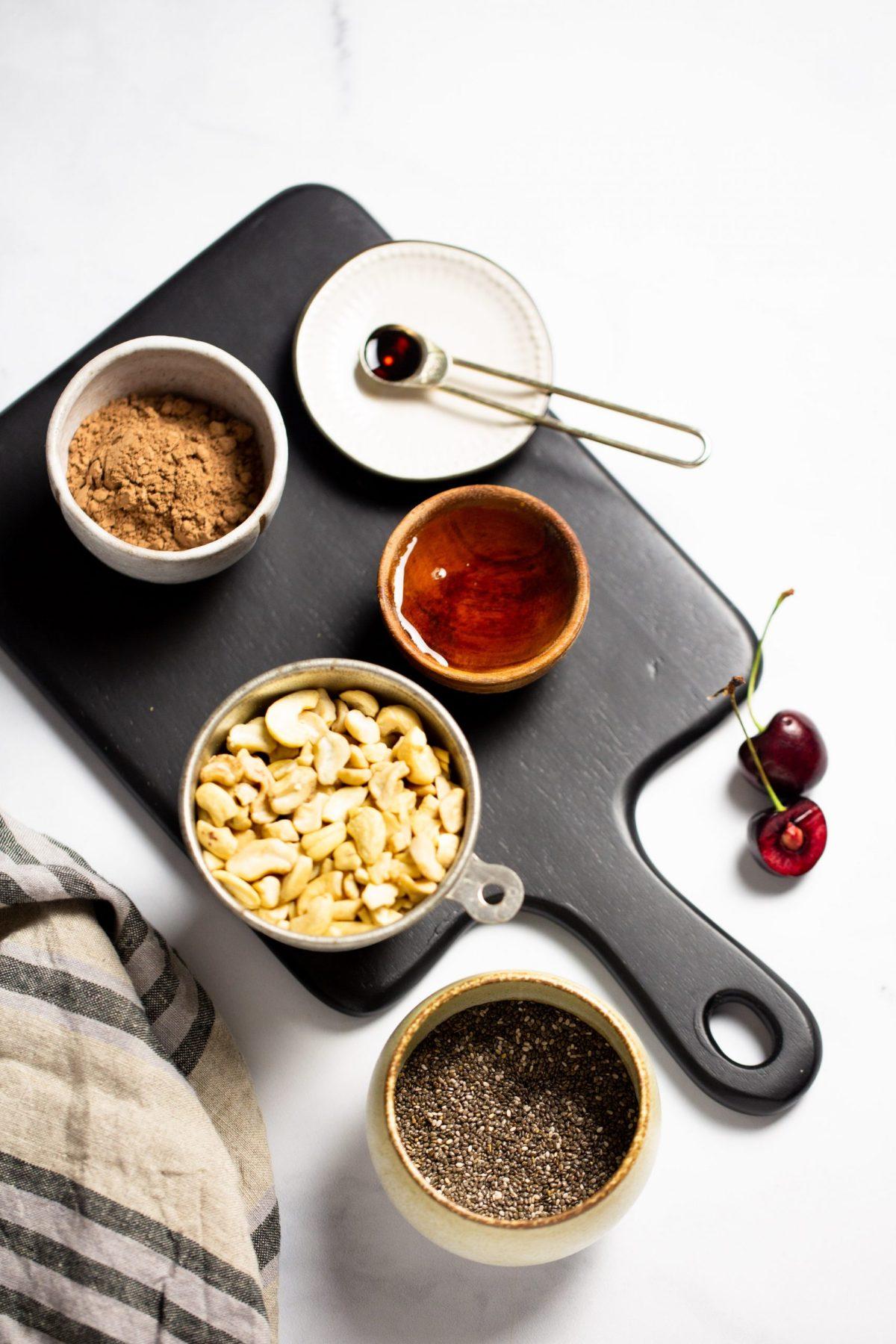 Ingredientes para preparaun pudin de chia vegano